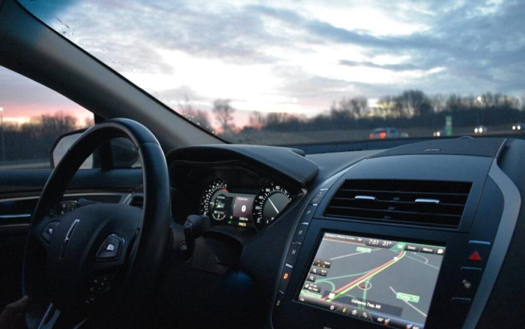 Sådan kan du benytte dig af teknologi i forbindelse med din bil